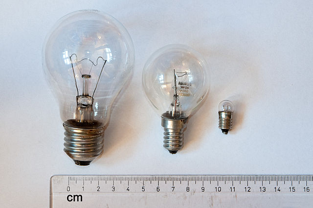 edison screw sizes e12, e27