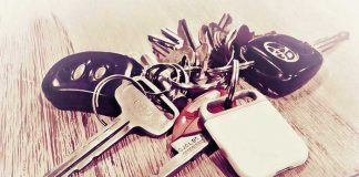 Rechargeable Tracking Device for Keys and Wallet Aiko