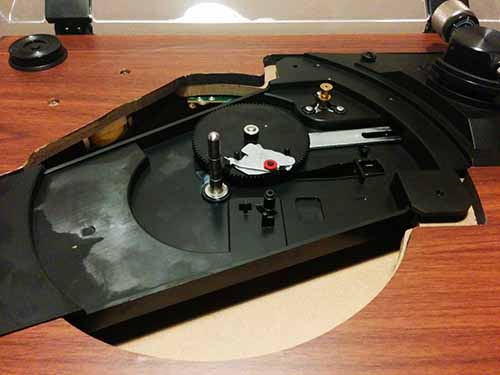inside a turntable with the record platter removed