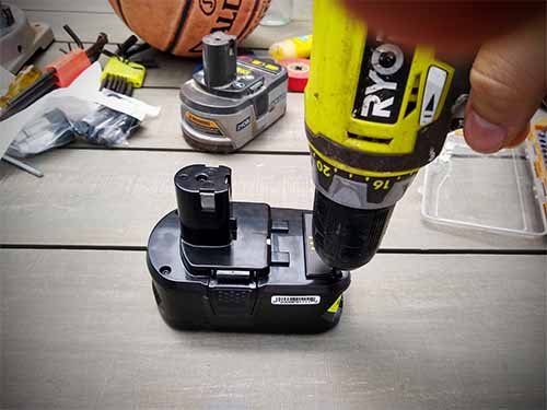 how to revive ryobi batteries and open up a One+ 18v battery using Torx T10