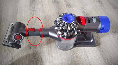 Dyson V7 using the V6 tangle free tool with an V6 to V7 adapter