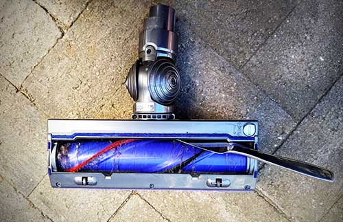 Dyson V8 Troubleshooting Pulsing fix blockage in the motor head