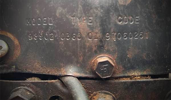 Old Briggs and Stratton carburetor identification from engine plate