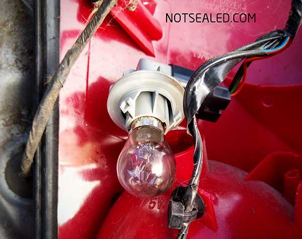 Ford focus 2003 tail light bulb replace BAY15D procedure